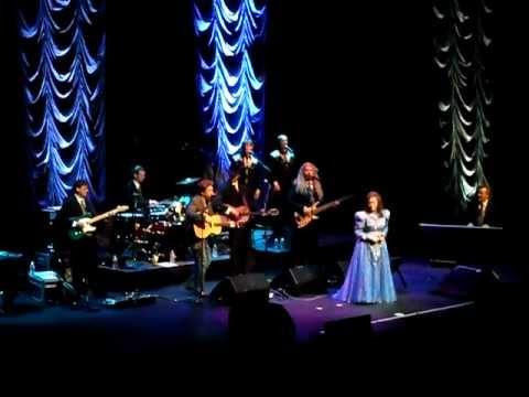 Loretta Lynn Introduce Band/Duet Lead me on Live ACL Venue