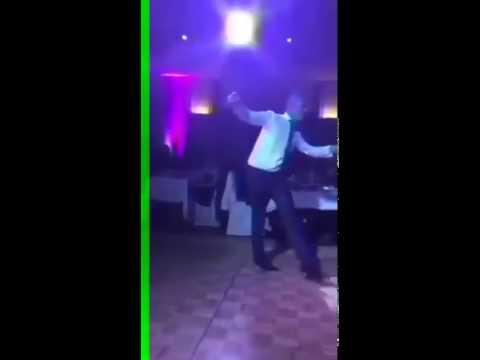 Мужчина шикарно танцуетСамый лучший танец в миреСмотреть с 35й секунды