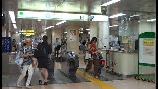 都営地下鉄三田線水道橋駅の改札口の風景