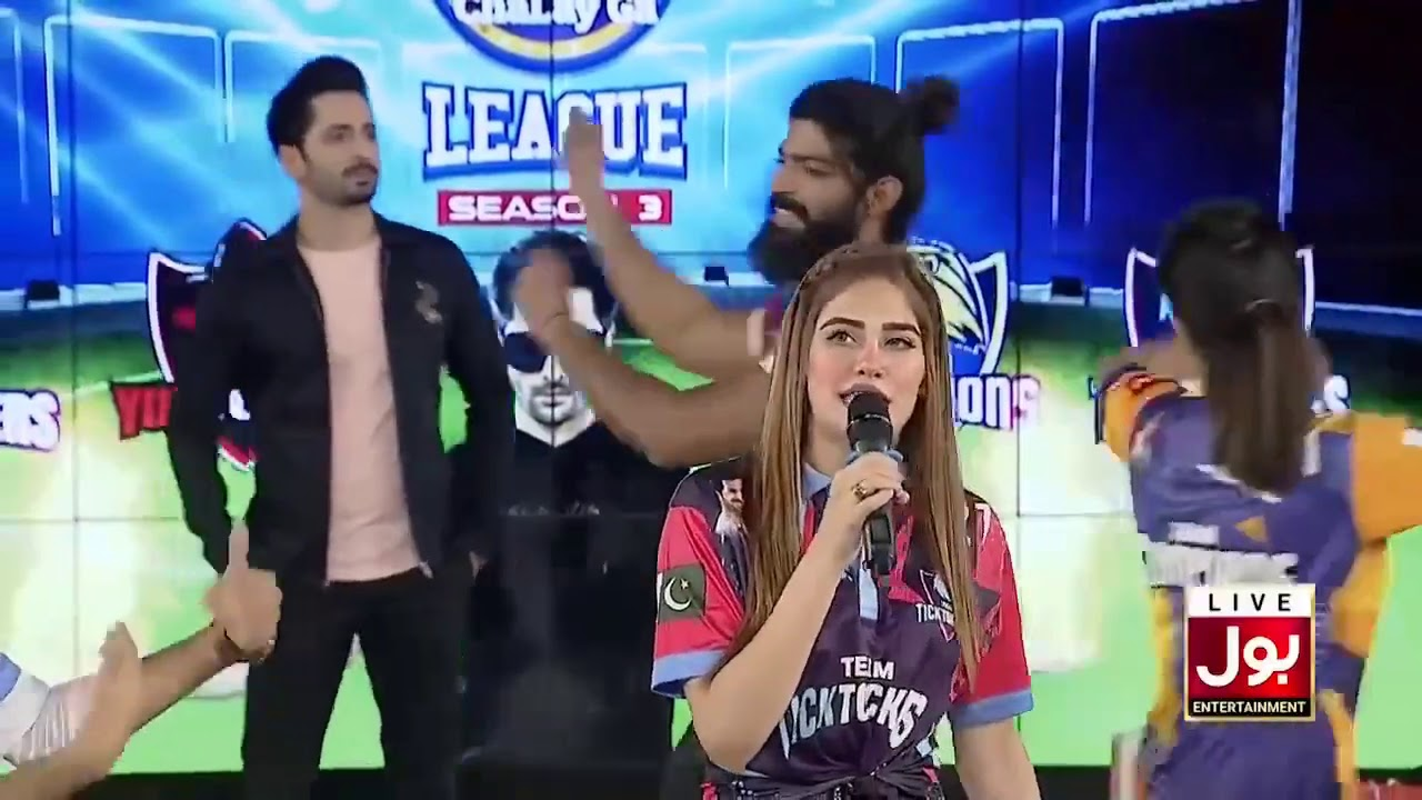 Download Shahtaj sing a best song in game show asiy chala gay