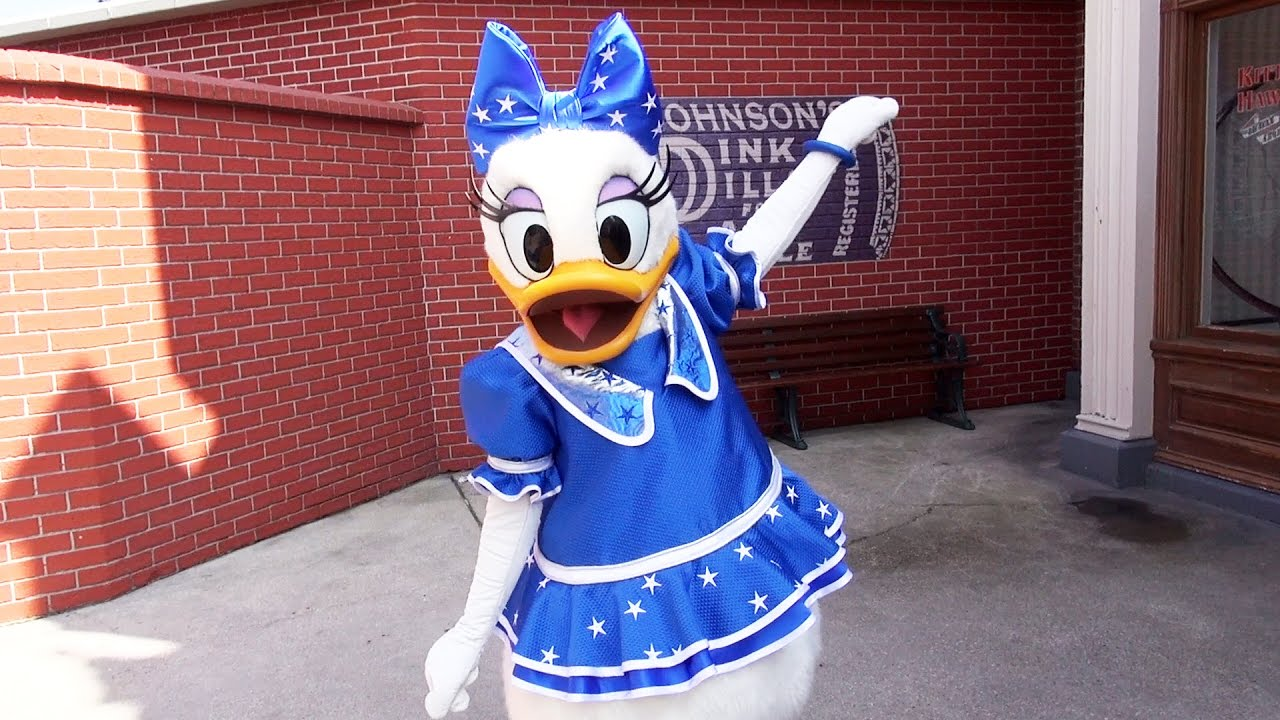 Daisy Duck Meet & Greet at Disneyland Paris in 25th ...