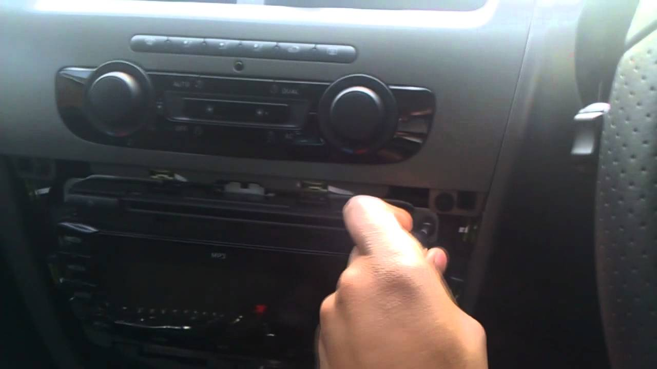 Inteligentny Seat Leon FR CR Face lift Taking apart the Stock CD player - YouTube QW45