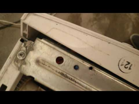 Ремон стиральной машины Кайзер (Крепим и фиксируем кнопку открытия дверцы)