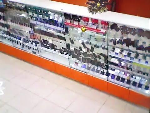 падение витрины с цифровой техникой на 3 миллиона. DNS в ТЦ Фан-Фан Екатеринбург