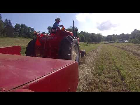 Baling Hay with NH 273 and 190XT