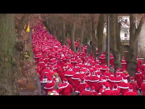 شاهد : إحتفالات وسباق 1200 -سانتا - في مدينة ميشندورف في ألمانيا …  - نشر قبل 3 ساعة