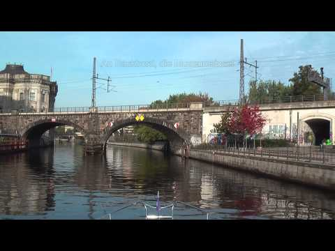 Mit Einer Motoryacht Durch Berlin