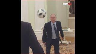 Путин играет в футбол в Кремле