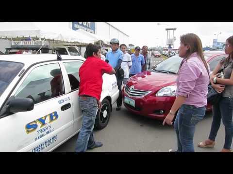 CEBU: S & R SHOPPERS GONE WILD FRENZY. MANDAUE, CEBU. PHILIPPINES