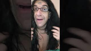 Sono gina, la cugina dell'artista gabriele paolini e mi ispiro a grillo faccio puttana.