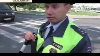 Видео нападения охраны экс-главы Кабардино-Балкарии на активистов ФАР(Сам Каноков, утверждают в ФАР, находился в машине, но после прибытия дорожной полиции скрылся, оставив для..., 2015-07-15T11:06:53.000Z)