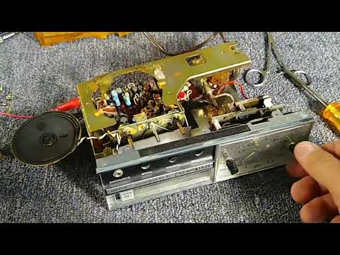 Assessment and service of 1960s Elgin watch company 12 transistor am/FM clock radio