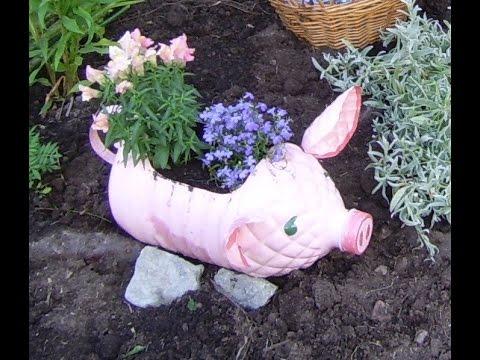 Смотреть Клумбы из пластиковых бутылок - свинья и поросята. Поделки для сада и дачи