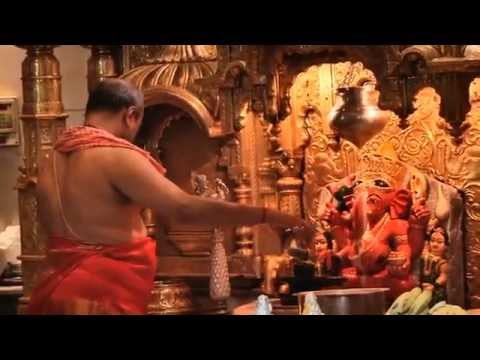 Shree Siddhivinayak Ganapati Morning Aarti , Mumbai (Kakad aarti in the early morning)