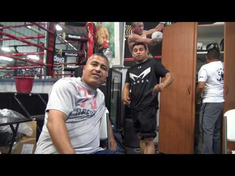 LOL Juanito SINGS corridos and raps Cartel de Santa - EsNews Boxing