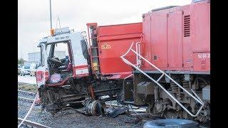 Aanrijding tussen goederentrein en vrachtwagen op het Oosterhorn in Farmsum