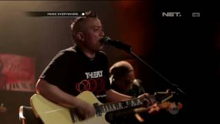 Video The Fly Feat. Ipang Lazuardi - Roll With It (OASIS Cover) (Live at Music Everywhere) * * download MP3, 3GP, MP4, WEBM, AVI, FLV Agustus 2018