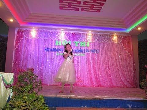 Ca sỹ Yến Nhi hát karaoke. - Thầy cô cho em mùa xuân.