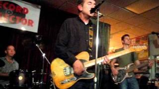 Tommy Keene performing