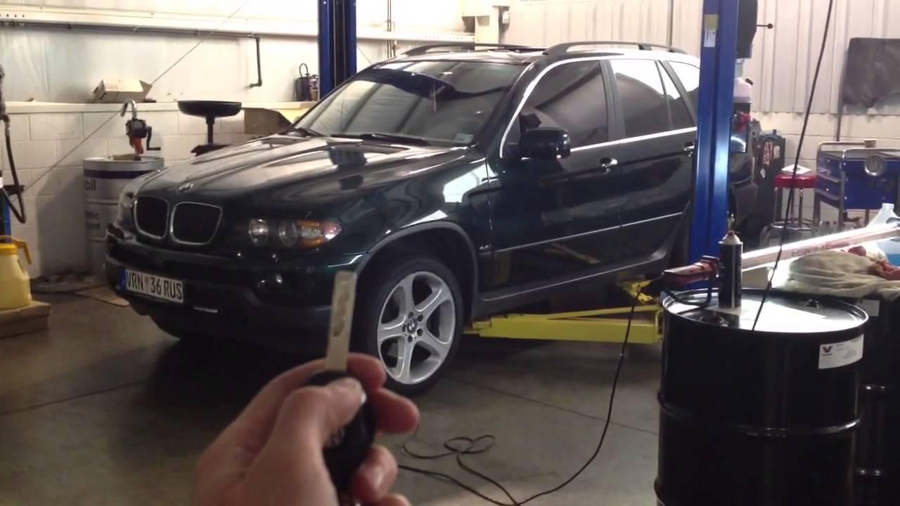 BMW X5 поднимать стёкла через ключ.
