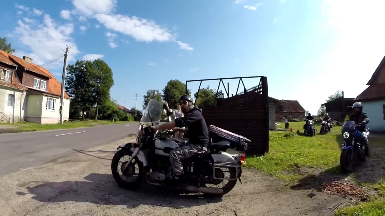 Мото база. 8 серия. Катались на Урале с коляской. Перекрыли угол крыши .