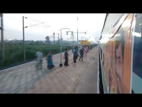 22152 - kazipet Pune Superfast Express arriving for the first time at chandrapur (CD) station