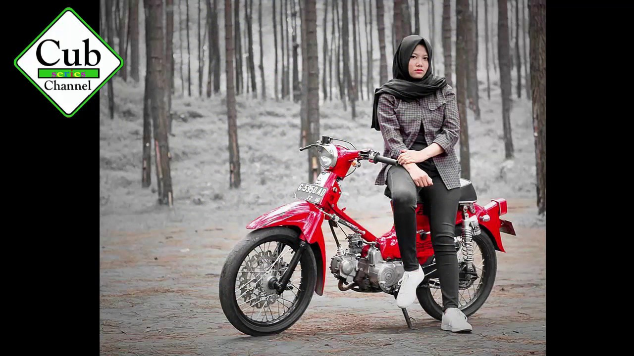 Beautiful Hijabers Women Honda C70 Riders