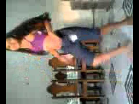 Menina dançando quadradinho de 8