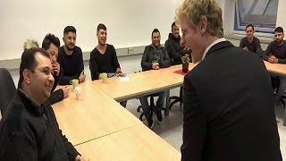 Германия  курсы флирта для беженцев
