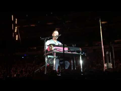 Coldplay covering Linkin Park's 'Crawling' in honor of Chester Bennington (New York, Aug. 1)