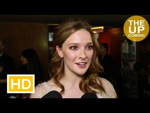 Morfydd Clark interview at Love & Friendship premiere on Kate Beckinsale, Jane Austen, James Fleet streaming vf