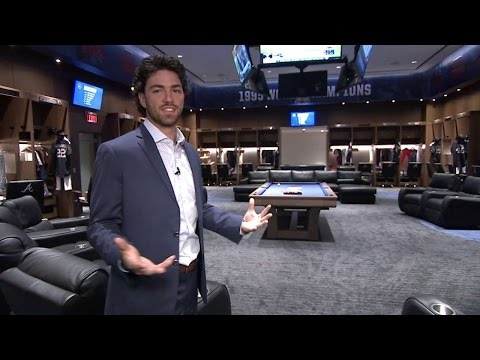 Dansby Swanson tours the new Braves clubhouse