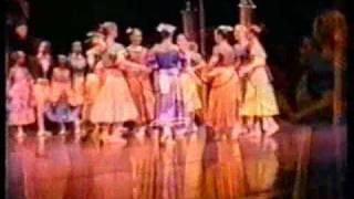 Uitvoering 1993 Assepoester - 4e Bedrijf: In De Balzaal (Bruiloftsbal) (Harderwijk 15.05.1993)