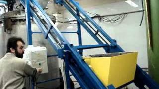 скребковый подъемник от компании Лесмаш.MPG(http://www.les-mash.ru - рольганги, ленточный конвейер, роликовый конвейер, ролики конвейерные, консольные стеллажи,..., 2010-11-17T13:23:56.000Z)