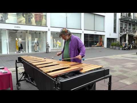 Xylophon Straßenmusiker Musiker Alex Jacobowitz in Bonn
