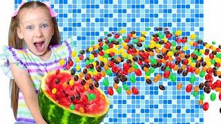 Лиза делает полезные фруктовые конфетки