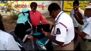 Angry Hyderabadi Muslim Women Fights with Traffic Police - Malakpet Hyderabad
