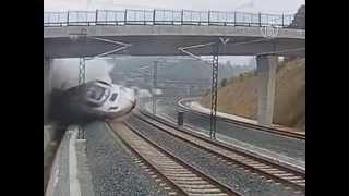 Шокирующее видео крушения поезда в Испании (новости)(http://www.ntdtv.ru Шокирующее видео крушения поезда в Испании. Обнародовано видео с камеры наблюдения, установленн..., 2013-07-26T08:27:03.000Z)