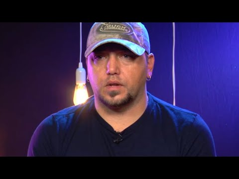 Michael J. - Jason Aldean Is Home from The Hospital with Daughter Navy Rome