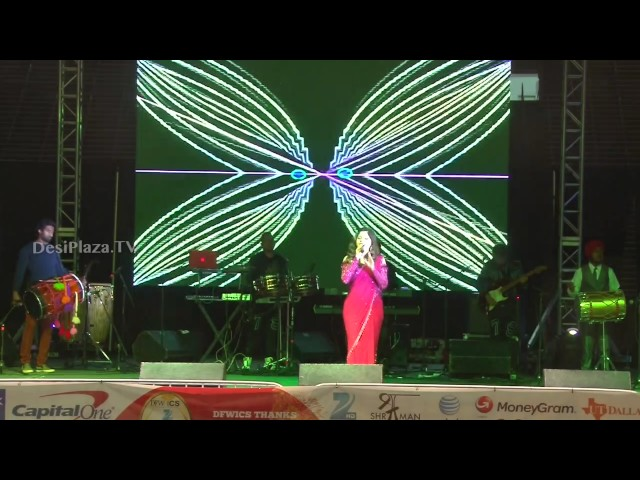 "Kanika Kapoor singing ""Chittiyan Kalaiyan"" song for Dallas audience"