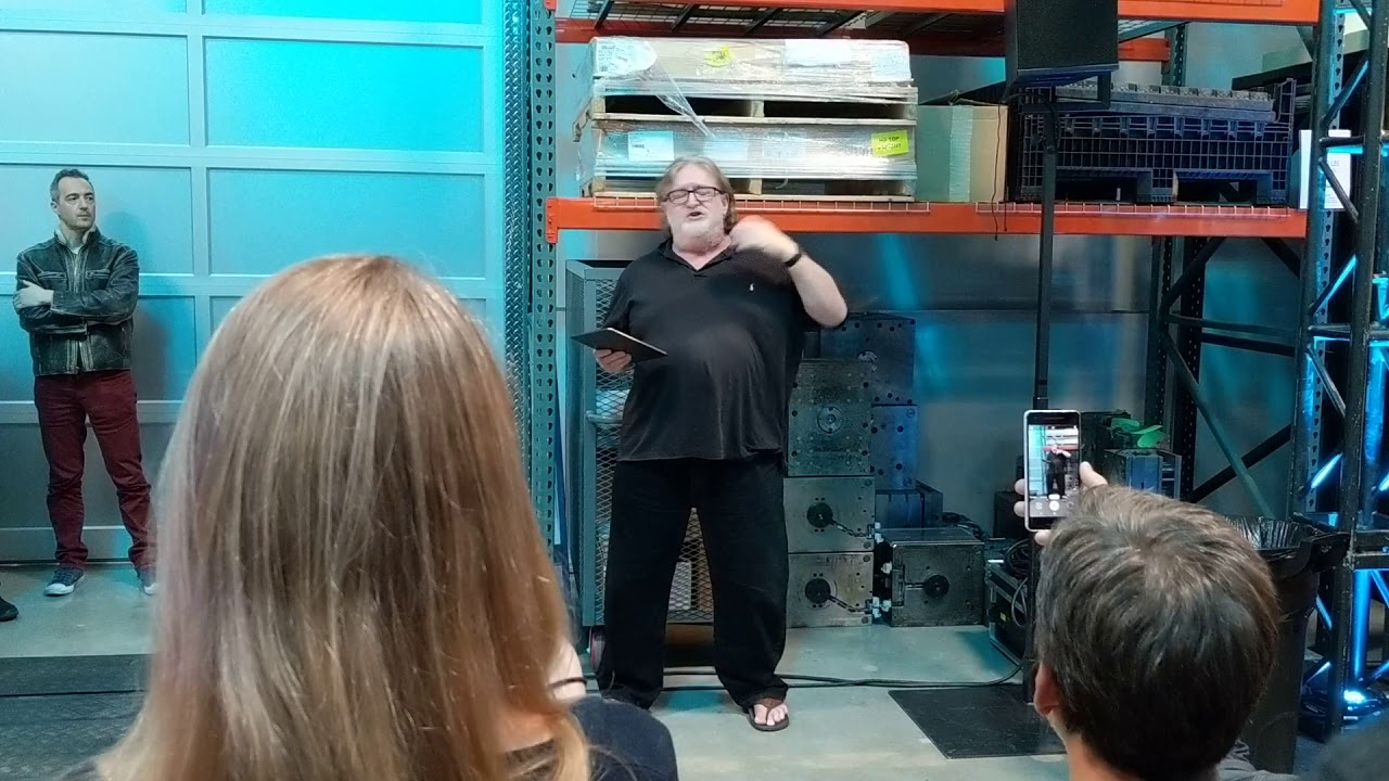 Gabe Newell drops a Half-Life 3 joke into his Valve Index