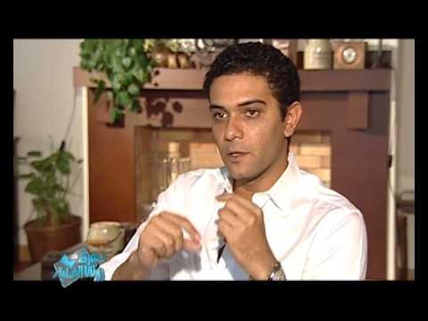 آسر ياسين يكشف أسرار فرش وغطاء لكاميرا روتانا