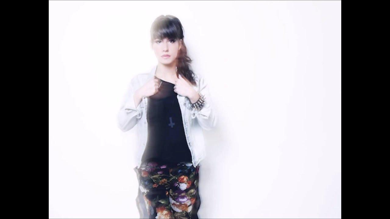 Baby K feat Giusy Ferreri - Roma Bangkok - Lyrics - YouTube