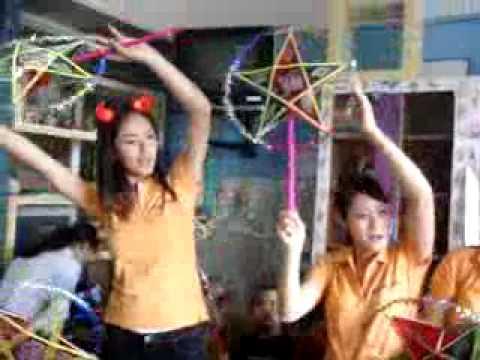 Clip  Mai Phương Thúy duyên dáng hát Rước đèn ông sao   Hot Clip   Sao   2sao vietnamnet vn
