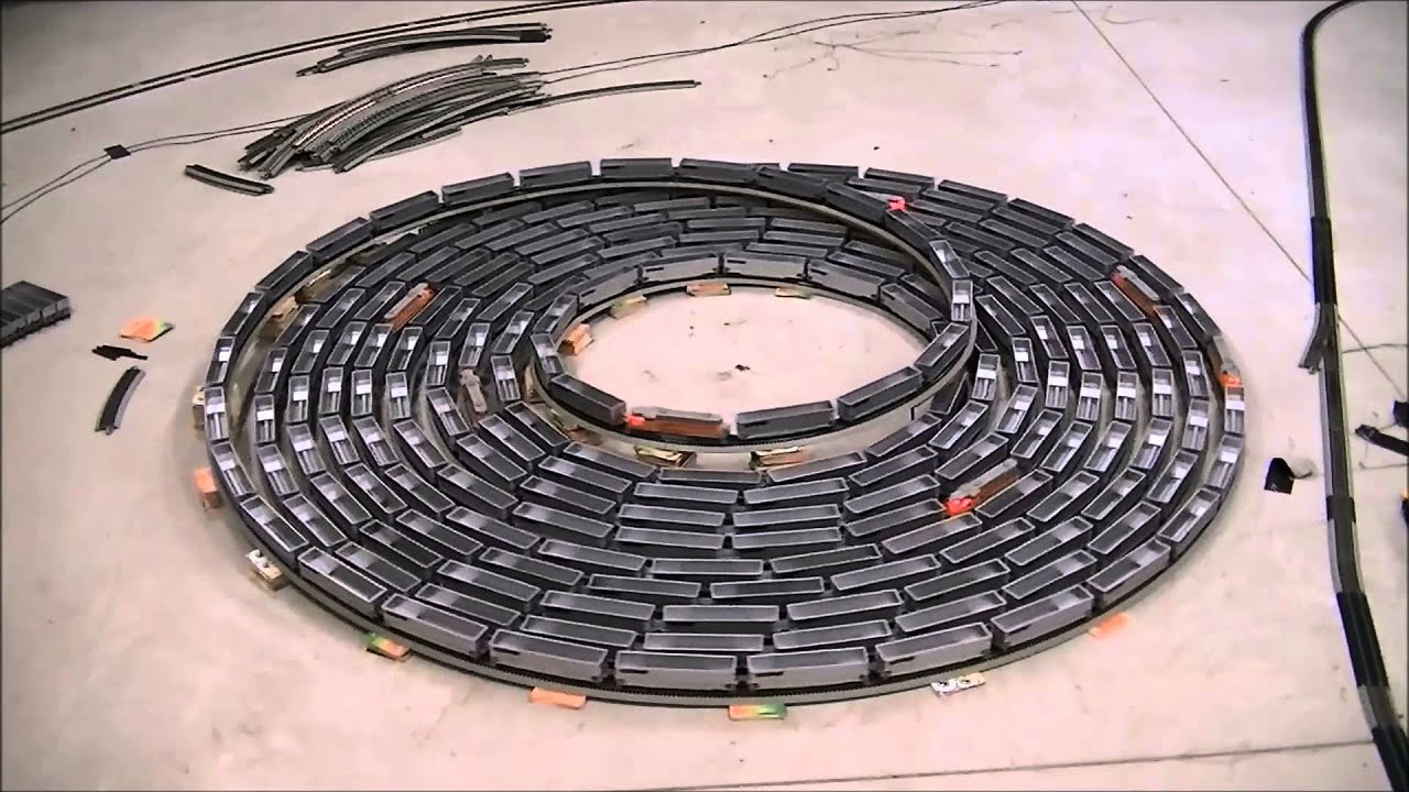 Fast endless bi directional spiral with an ho scale train