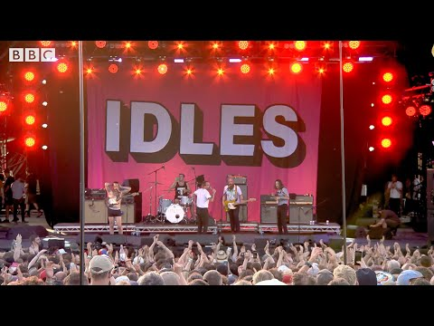 IDLES - Never Fight A Main With A Perm (Live at Glastonbury 2019)