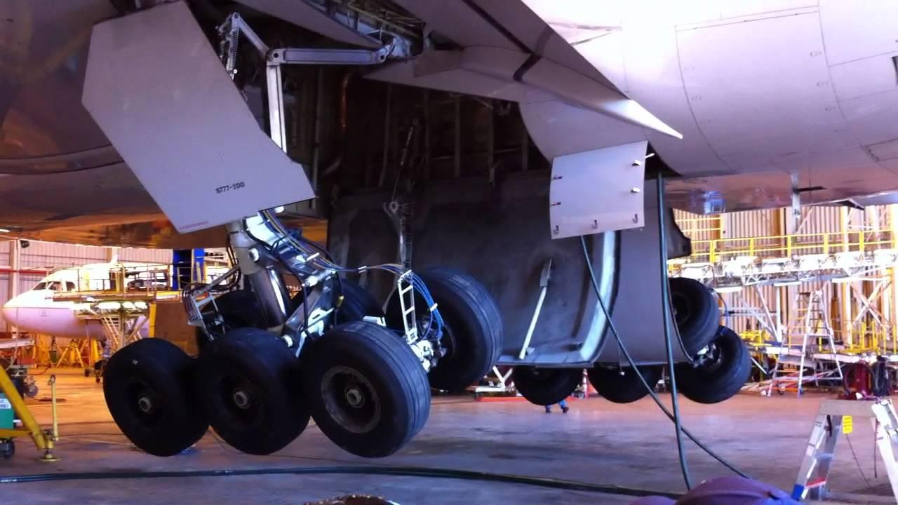 United Airlines Boeing 777 Landing Gear Demonstration