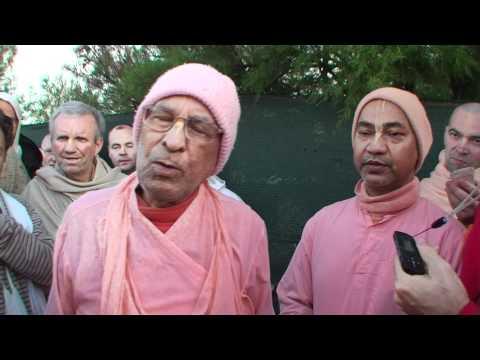 European Vaishnava Festival 2009 - Srila Bhaktivedanta Narayana Goswami Maharaja - Morning Walk  01