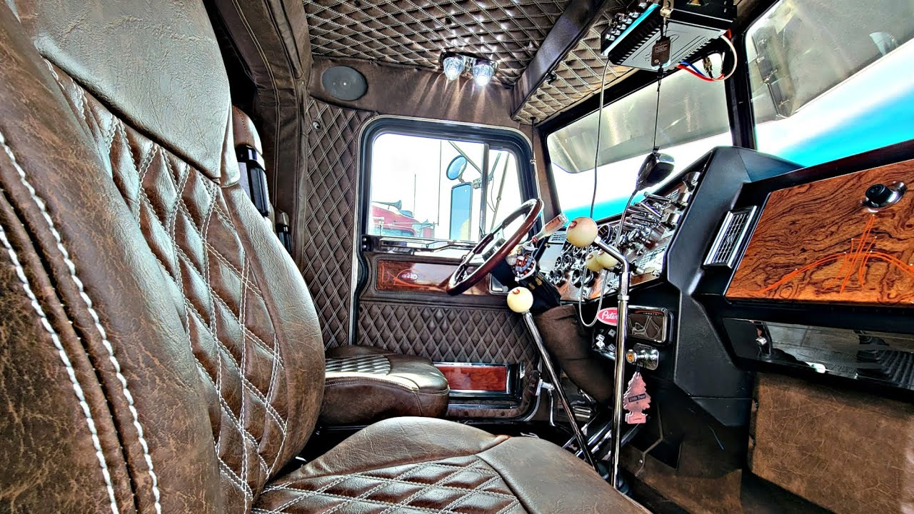 The Only 1993 379 Peterbilt With This Interior In America, I'm 21 With 2 Trucks Working Hard