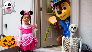 Leah's Pretend Play Halloween Trick or Treat